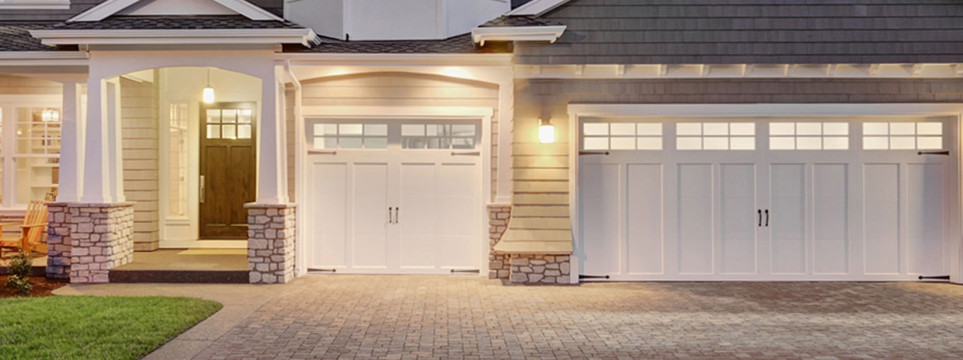 a family house with garage and second entryway